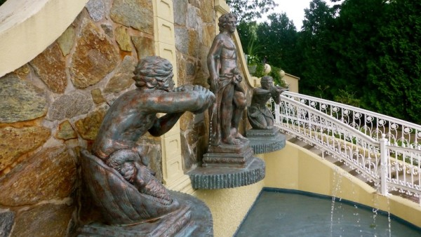 ceremony statues