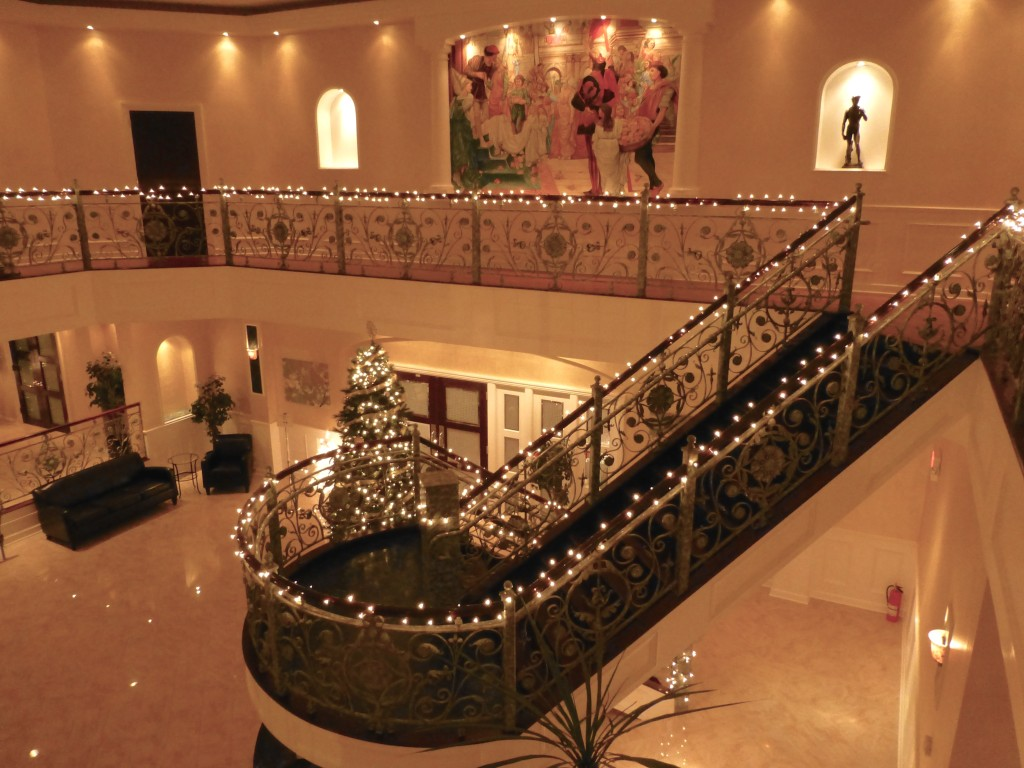Lobby holiday decor la mirage north haven for Home decor accents holiday decorations accessories